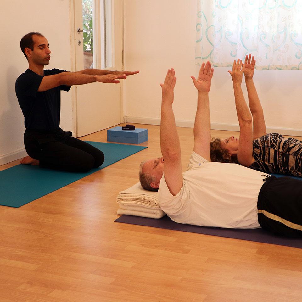 נועם כביר - קבוצת יוגה למבוגרים